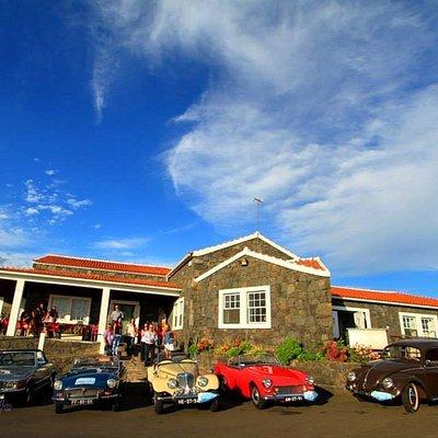 Exteriror da fábrica - visita de carros clássicos