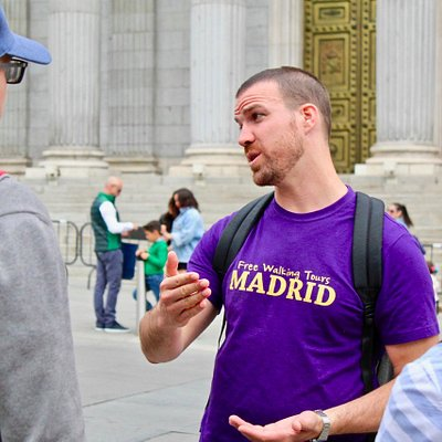 Ian giving the Free Tour in Madrid at the Congress