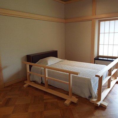 旧吉田茂邸内の吉田茂の寝室(銀の間)