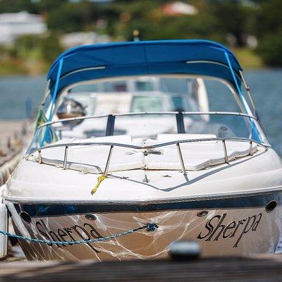 Lancha Sherpa cabinada no pier da Vip Marina! l