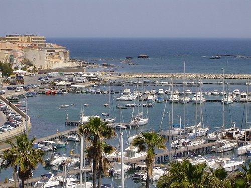 Panoramica del Porti Piccolo con lo sfondo della città.