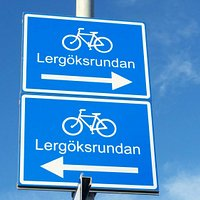 Lergöksrundan is a 16 km bike track. It's pass both the sea, the woods but also inside the Ängel