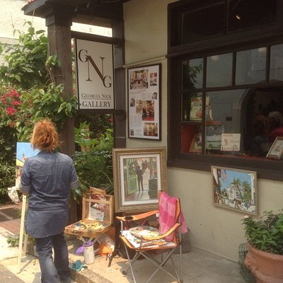 Artist painting in front of Georgia Nick Gallery