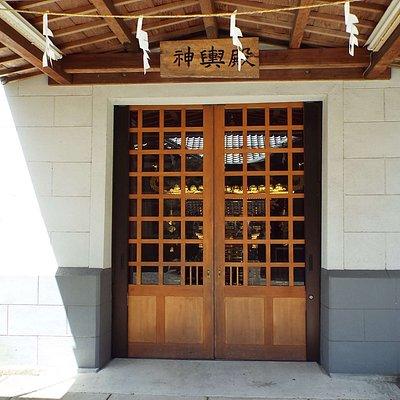 境内左手には神輿殿がありますが、川勾神社の神輿はなかなか立派な神輿で有名です。