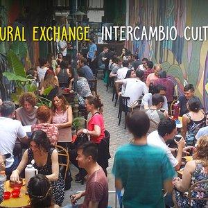 Gente de todo el mundo intercambia idiomas y cultura en Mate Club todas las semanas