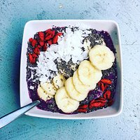 Smoothie Bowl with superfood topping