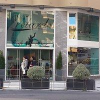 Fachada principal de Cafe-Bar Velarde