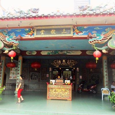 Sam Kow Tong Temple in Brickfields (16 Jalan Thambapillai)