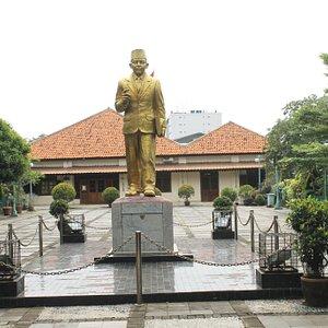 Pada masa perjuangan, digunakan sebagai tempat rapat-rapat dan musyawarah menuju kemerdekaan RI.