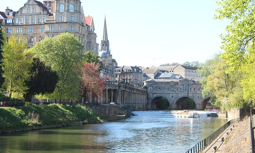 River Avon start of loop with Great Pulteney Bridge in background