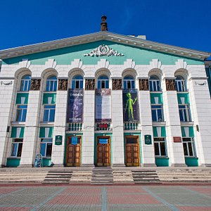Дом культуры Энергия. В 1952 году закончилось строительство ДК. Архитектор Валентин Добролюбов