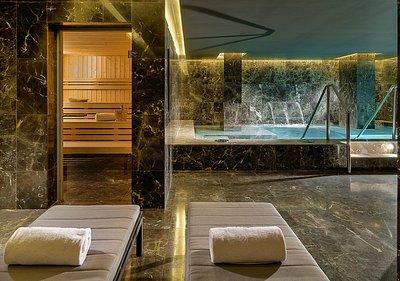 Experience Pool con Sauna y zona de relaxación