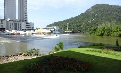 Bairro da Barra - saída da Passarela. Vista parcial linda - rio Camboriú
