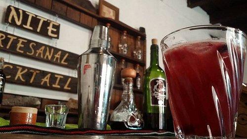 Coctel artesanal con infusión de frutos de la Sierra Madre Occidental.
