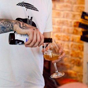 Visit Edinburgh's best beer bars and bottle shops.