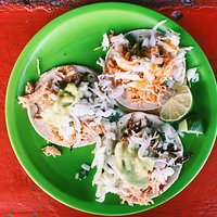 Tacos pollo con queso with all the toppings