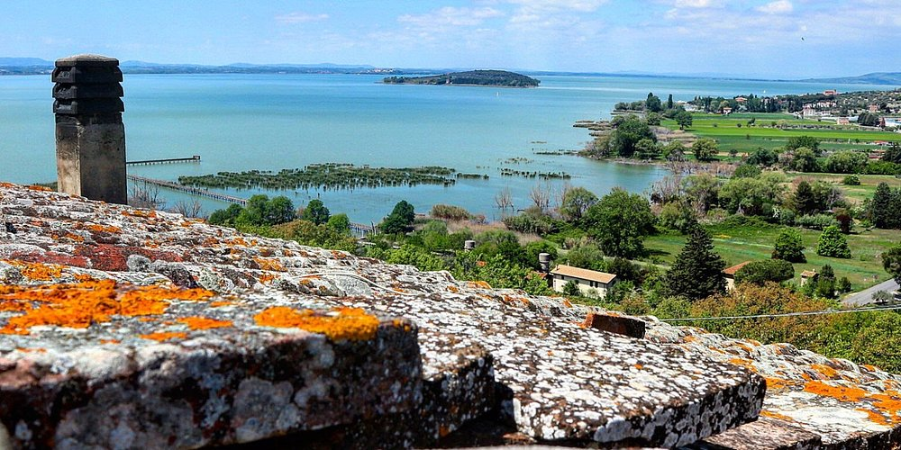 Terrazzino con vista isola Polvese