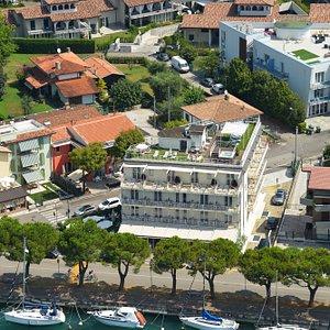 Veduta aerea del nostro hotel / View of the hotel