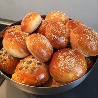 Les buns boulanger, sésame ou céréales