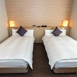 The Twin Room at the Tennenonsen Kinkanoyu Dormy Inn Gifuekimae