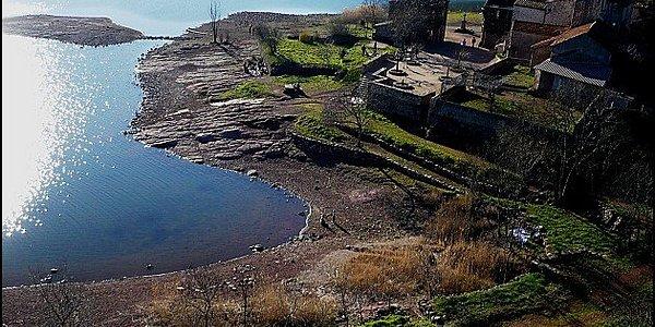 Village ruiné de Celles au bord du Salagou