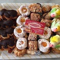 vassoio di biscotti tipici