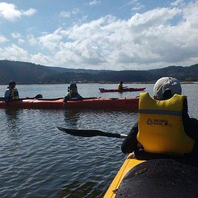 navegando entre salinas y naturaleza, nuestros kayaks de travesia son muy estables y comodos.