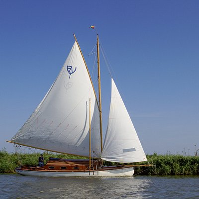 Lutra - full sail on the river