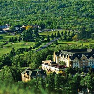 Golf Château-Bromont situé entre l' Auberge-Bromont et le Château-Bromont