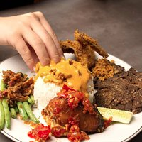 The best way to eat your padang food with your hands