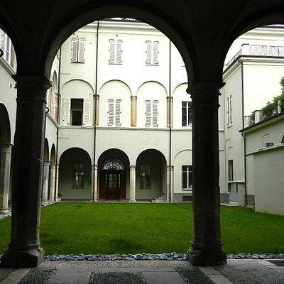 Cortile, colonnato