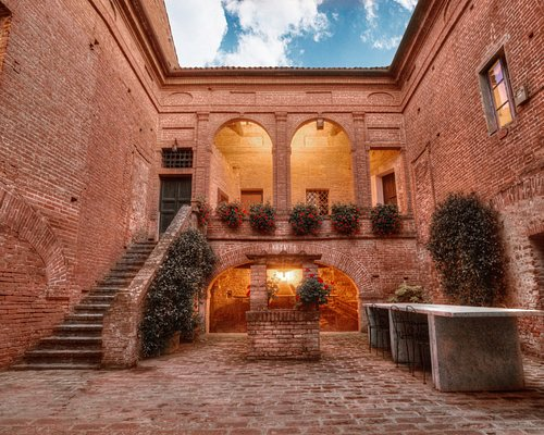 The guard court of the castle dating back to the Middle Age. Enjoy your wine tasting here!