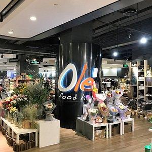 商品が充実している地下の高級スーパー