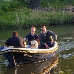 Een gemiddelde boot bij Lingevaren, voor slechts 100 euro een dag gegarandeerd plezier op het wa