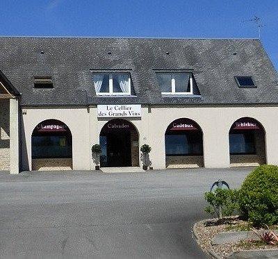 Le Cellier des grands vins Valognes Cave à vin épicerie fine paniers garnis cadeaux