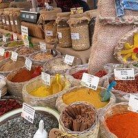 Le spezie, al mercato di Siracusa.