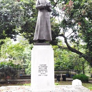 Patung Pastor H.C. Verbraak (1835-1918)