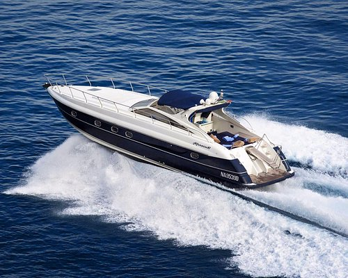 Alfamarine 47 -is sailing Capri direction for a day cruise from Amalfi