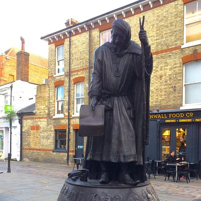 Statue of Geoffrey Chaucer
