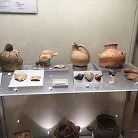 Reperti di età nuragica e punico fenicia, con resti di vasellame greco