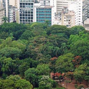 Vista do alto de um prédio