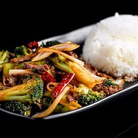 Home made vegetable eggroll , entrecôte with broccoli ,onion and dry pepper stir fried in soy an