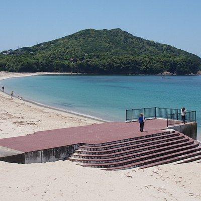 夏は海水浴でにぎわう砂浜も、この時期はしずかです。