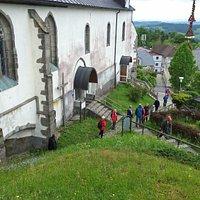 Blick vom Burgstallkogel hinunter zur Kirche