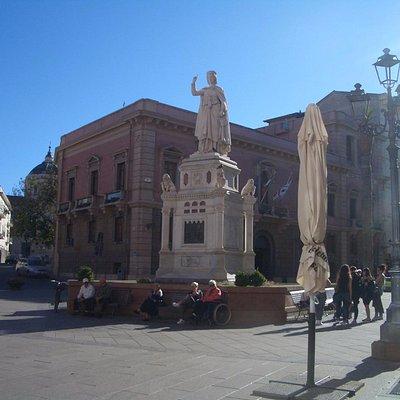 statua di Eleonora d'Arborea