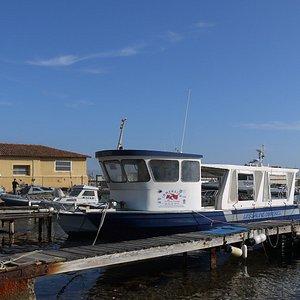 Le bateau de Immersion plongée pour un maximum de 30 personnes. Deux moteurs Perkins 8 cylindres