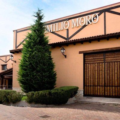 Fachada de Bodegas Emilio Moro