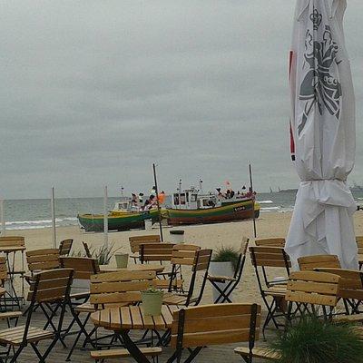 Вид на рыбацкие лодки с площадки Бара