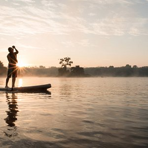 A relaxing sunrise SUP around the Hairy Lemon Island