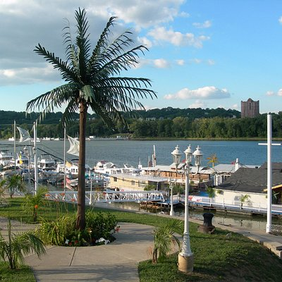 Full Service Marina with year round Storage and Live aboards!